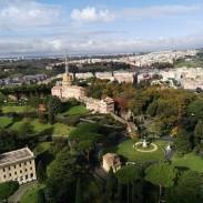 Blick von der Kuppel des Petersdoms in die Vaticanische Gärten